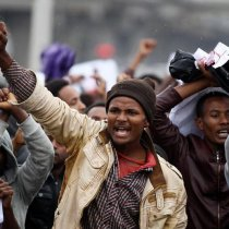 Protesters chant slogans during a demonstration over what they say is unfair distribution of wealth in the country at Meskel Square in Ethiopia's capital Addis Ababa, August 6, 2016. © 2016 Reuters